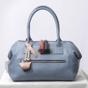 Zapatos y accesorios imprescindibles que debes tener en tu armario