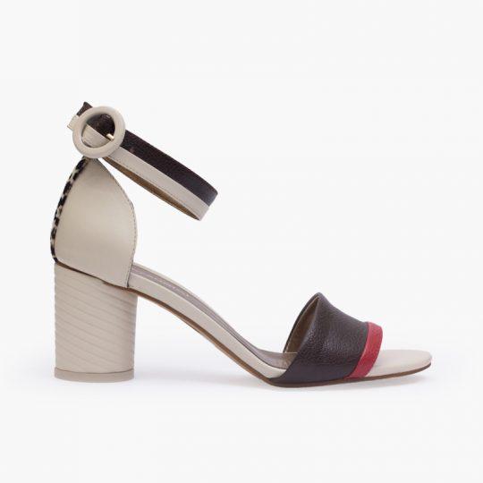 sandalia elaborado en cuero